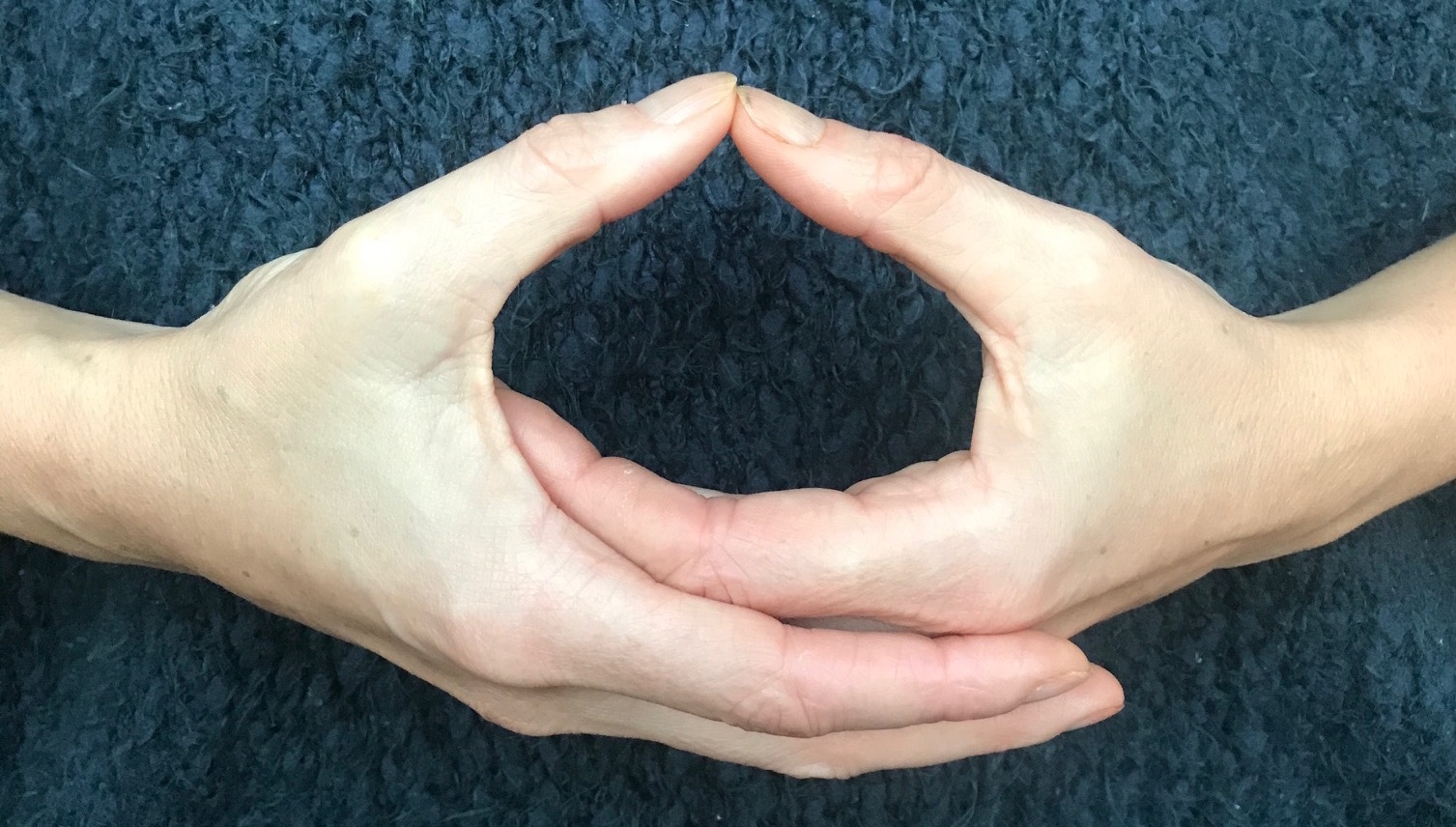 Mudras - yoga for airplanes