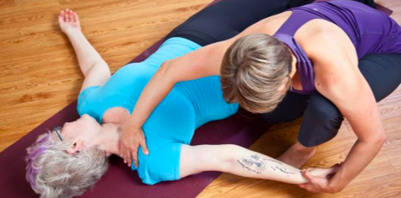 how to become a yoga therapist